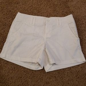 Maurices white shorts Size 5/6